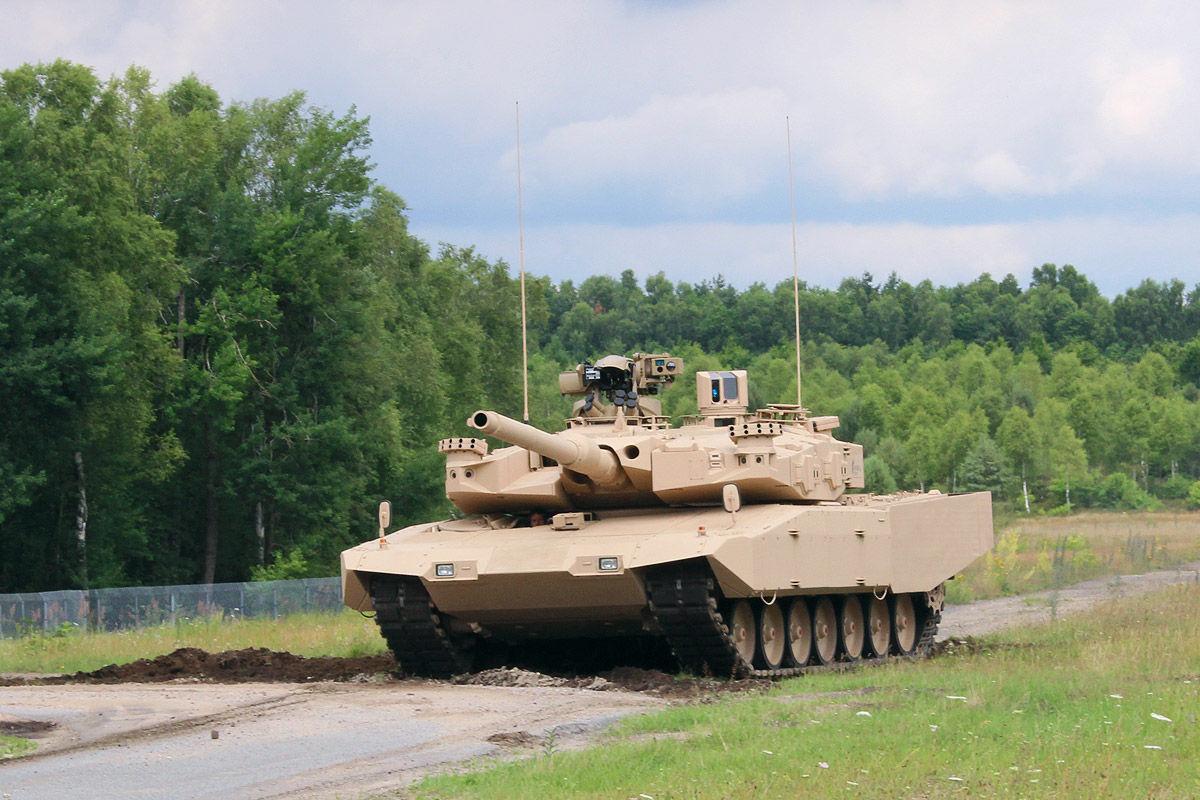 Leopard MBT 1/2 - Page 7 MBT-Revolution-8